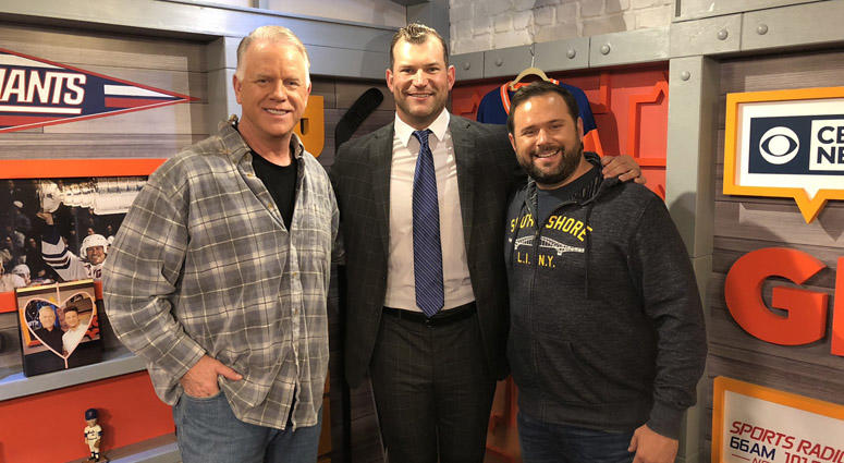 Browns great Joe Thomas poses with Boomer and Gio.