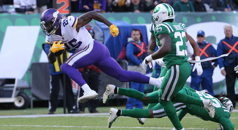Vikings running back Latavius Murray (25) runs for a touchdown against the Jets on Oct. 21, 2018, at MetLife Stadium.