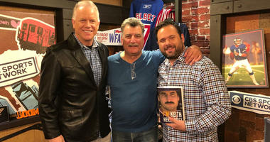 Keith Hernandez (center) poses with Boomer Esiason (left) and Gregg Giannotti.