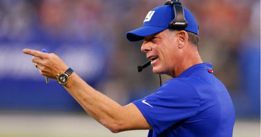 Pat Shurmur coaches during first half against New England Patriots at MetLife Stadium.