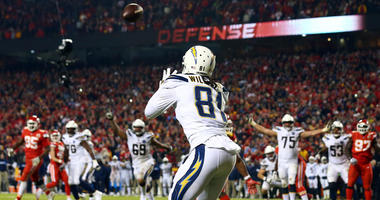 Chargers wide receiver Mike Williams catches a pass for the go-ahead two-point conversion against the Kansas City Chiefs on Dec. 13, 2018, at Arrowhead Stadium.