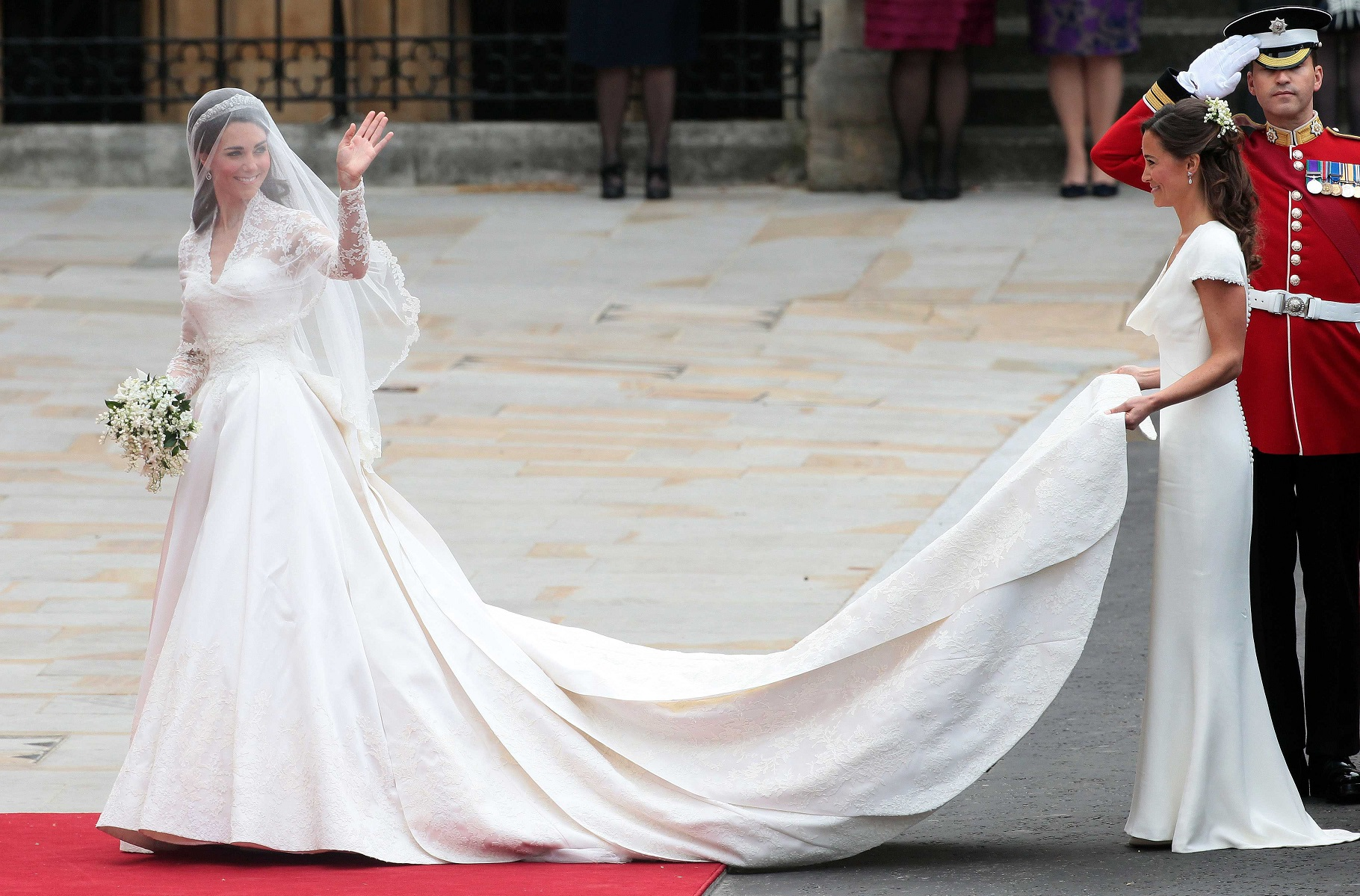 H&M Is Selling a Gorgeous Replica of Kate Middleton\'s Wedding Gown ...
