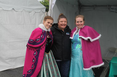 Jen Richer and 94.7 Fresh FM congratulate runners and interact with the community at the National Ovarian Cancer Coalition 5K.