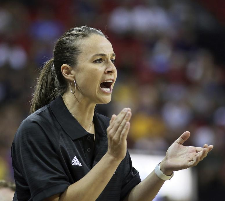 AP Source: Spurs' Becky Hammon Plans to Interview with ...