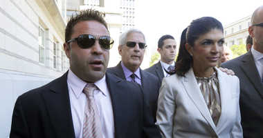 """""""The Real Housewives of New Jersey"""" stars Giuseppe """"Joe"""" Giudice, left, and his wife, Teresa Giudice, walk out of Martin Luther King Jr. Courthouse"""