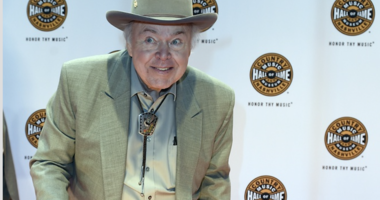Roy Clark, country guitar virtuoso, 'Hee Haw' star, dead at age 85
