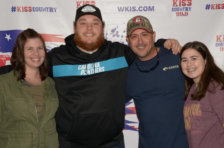 luke combs meet greet photos chili cookoff 2019 wkis. Black Bedroom Furniture Sets. Home Design Ideas