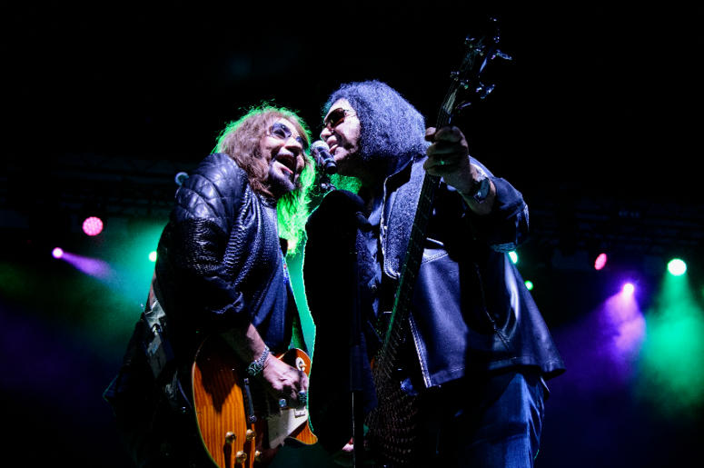 Ace Frehley preforms with Gene Simmons