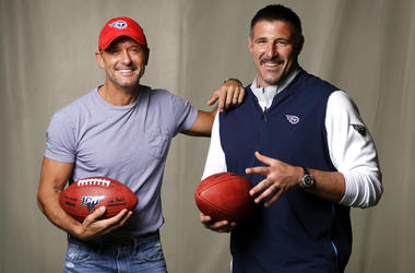 Tim McGraw poses with Tennessee Titans head coach Mike Vrabel in Nashville, Tenn