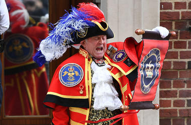 Town Crier Announces Royal Baby Boy Birth