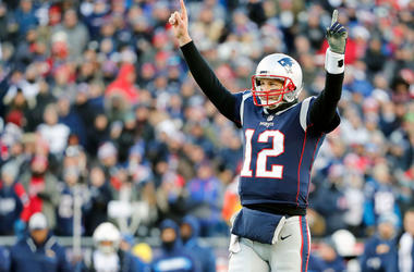 Tom Brady arms up.jpg
