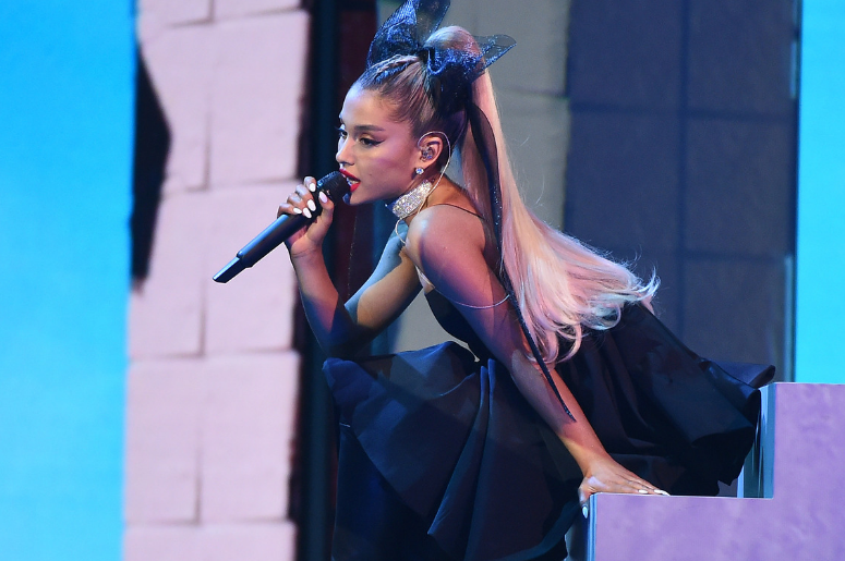 Ariana Grande Just Cut Off Her Signature Ponytail & Fans Are Losing It