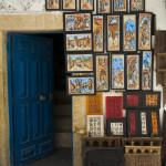 Shop selling paintings_68489083