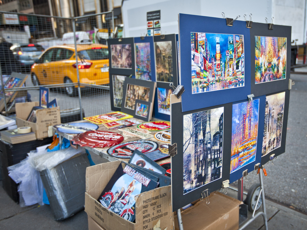 Street art sales_231139279