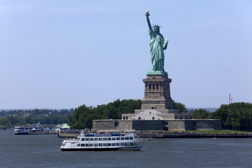 Statue Cruise Ferries returning to Manhattan_308620229