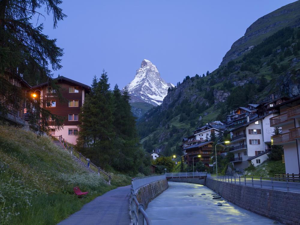 Matterhorn seen from street of Zermatt_184454930