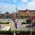 main street in Siem Reap_198938705