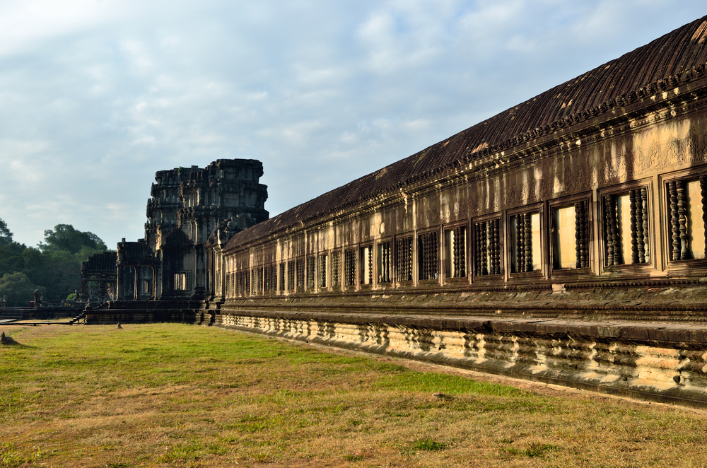 Angkor Wat temple at sunrise_198938678
