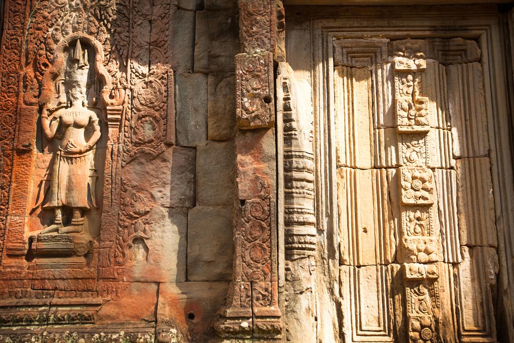 Apsaras - khmer stone carving in Angkor Wat_161637311
