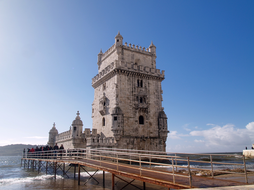 Tourist enjoy visiting the Belem Tower (Torre de Belem)_94767676