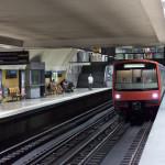 metro arriving in Lisbon metro_304802399