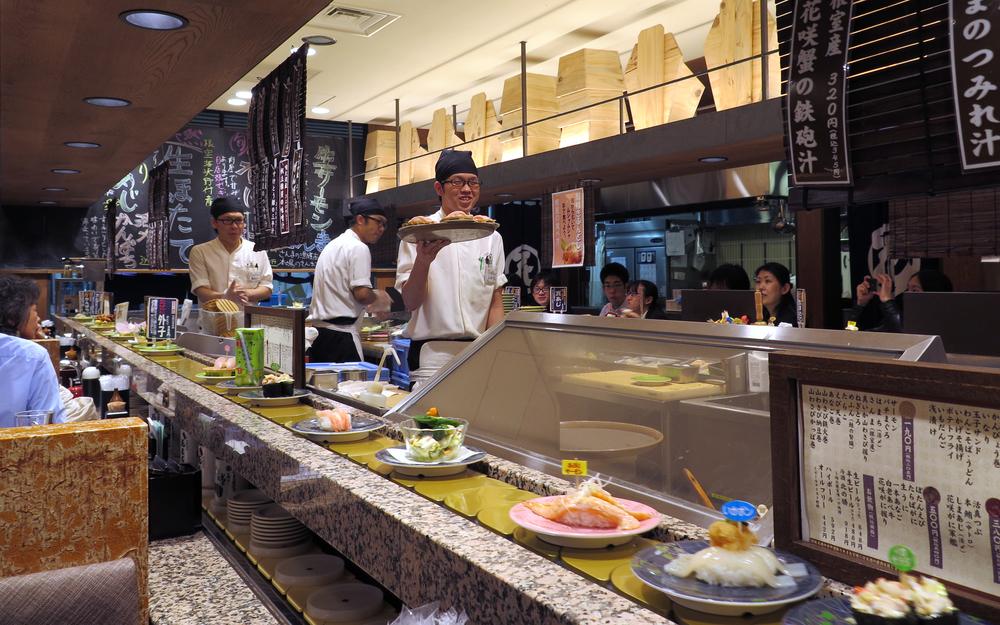 sushi restaurant in Tokyo_249734599