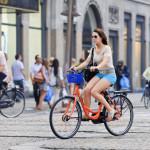 rental bike near Dam Square_209729476