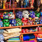 Colorful skulls souvenirs in Playa del Carmen_190028564
