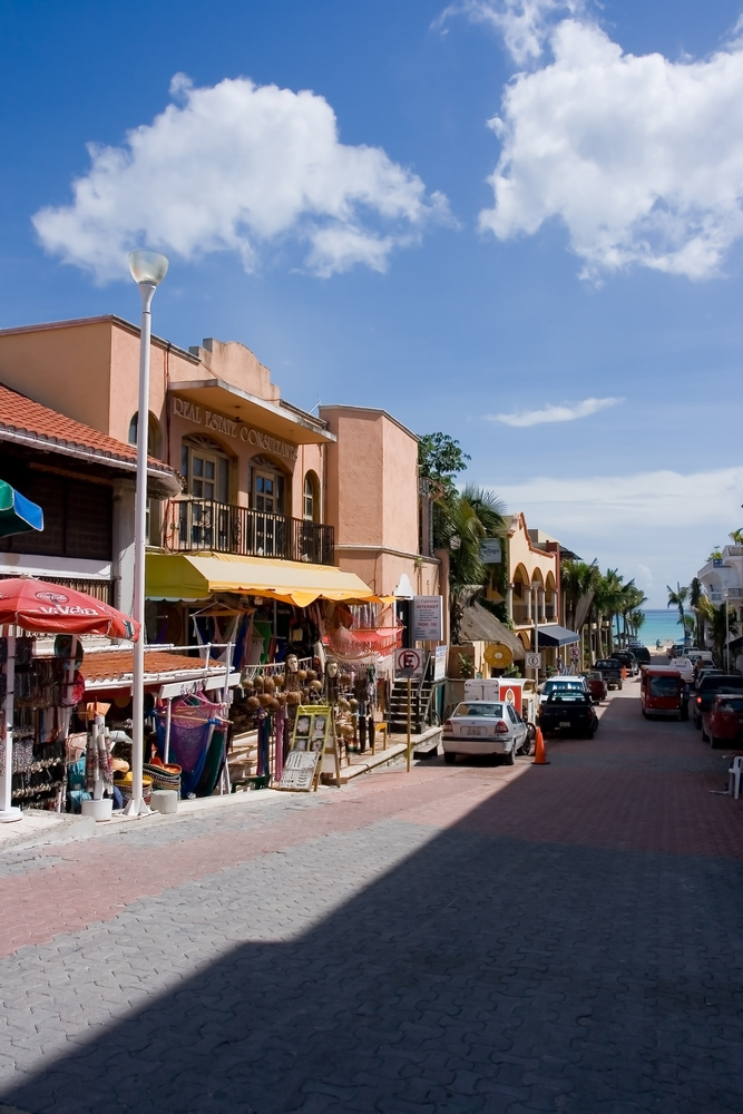 Fifth Avenue in Playa del Carmen near Cancun_2236422