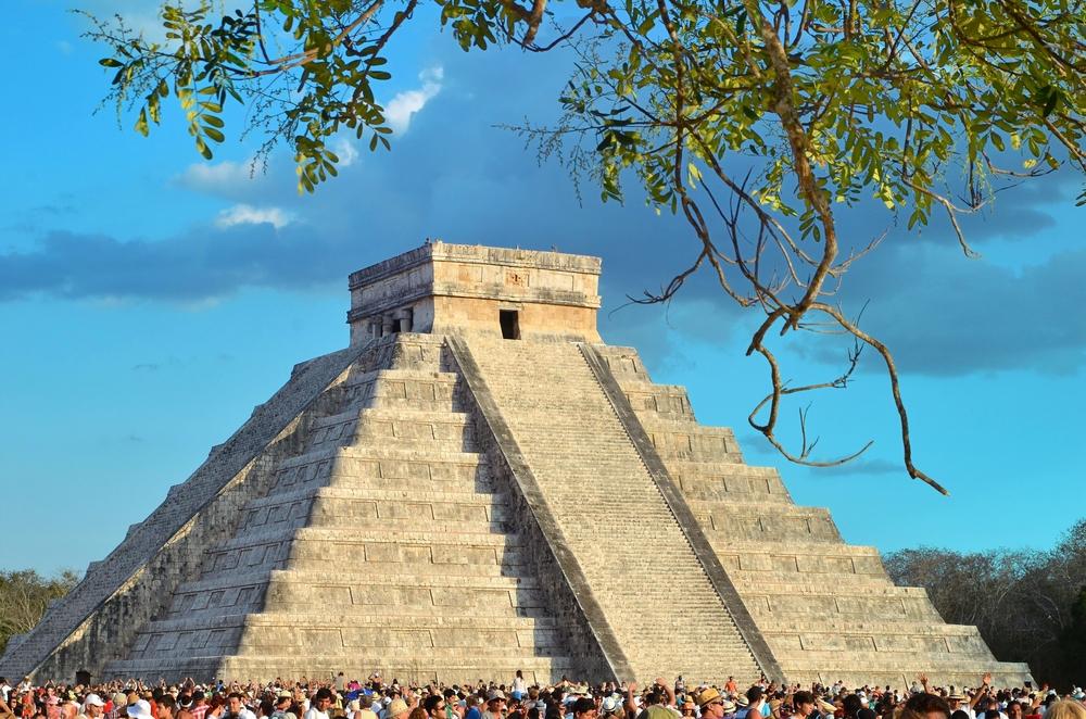 CHICHEN ITZA, MEXICO_219663130