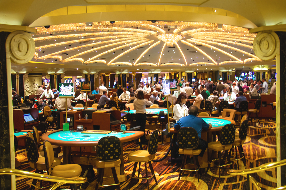 Casino in Caesars Palace in Las Vegas_187989221