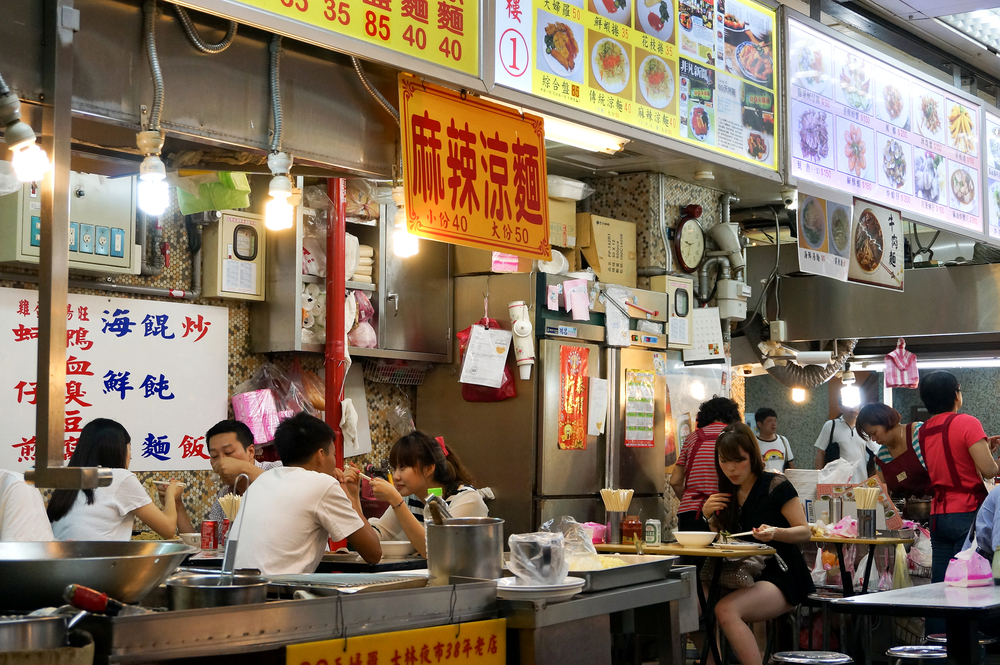 Shilin Night Market food court_195952337