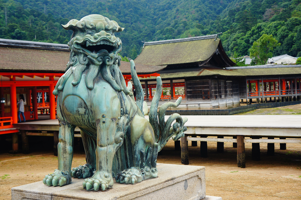 old bronze statue of protecting lion in the famous Itsukushima shrine_333438236