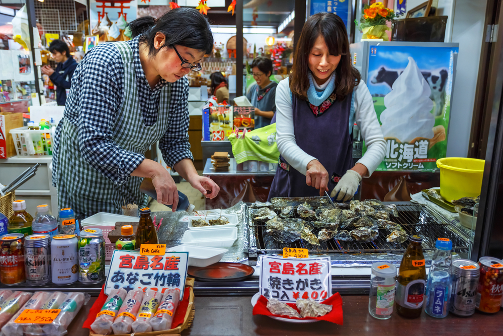 Grilled Oyster in Miyajima_169414952