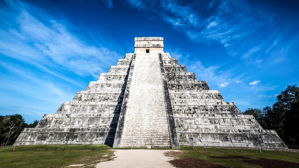 famous Mayan pyramid_164147918