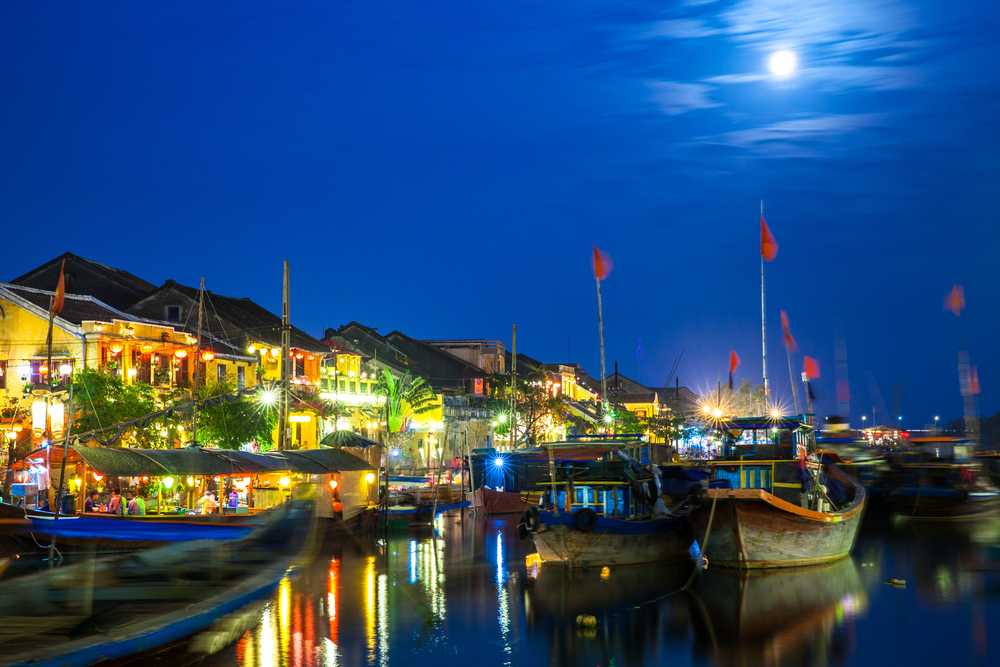Hoi An ancient town at night_272266010
