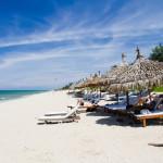 Sunbeds on the beach in Hoi An, Vietnam._253666276