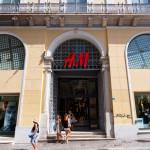 &M store showcase on Emrou street_219821434