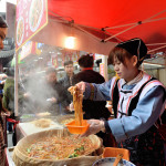 Chinese people trades traditional food_398896603