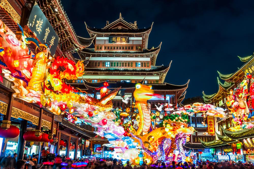 Yuyuan garden during lantern festival_148544318
