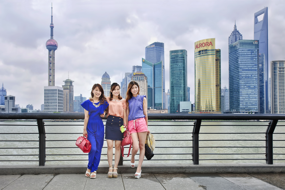 Girls pose at the Bund riverside_196017449