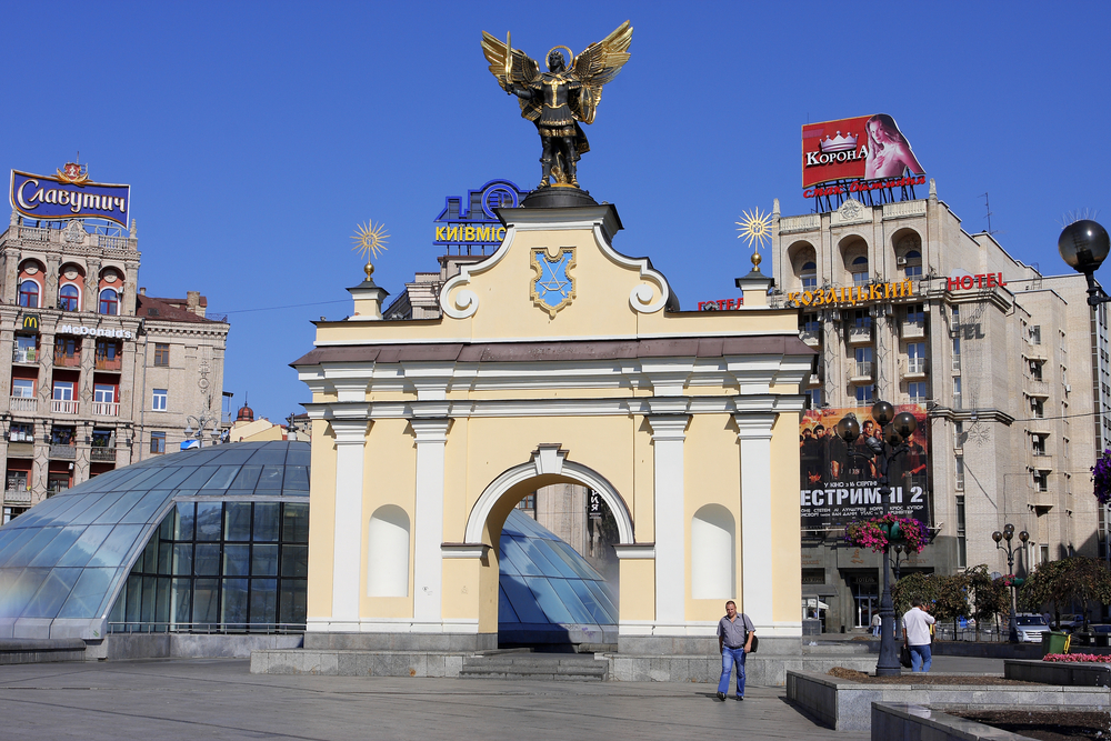 Gate of Archangel St.Michael on Independence Square_110519378