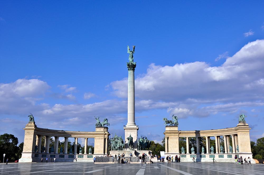 Millennium Monument_97385624