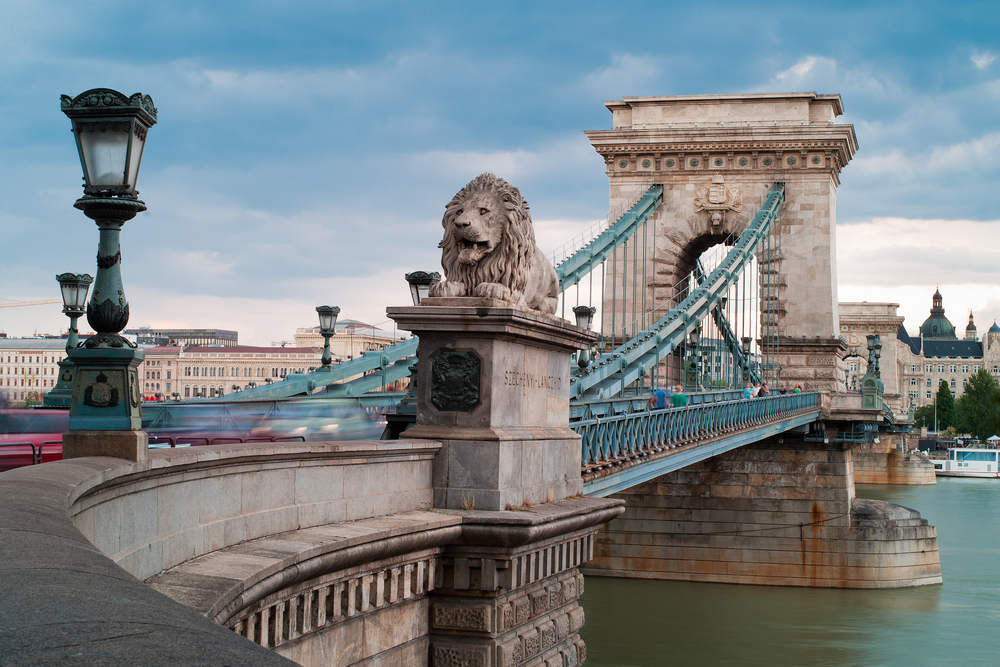 Chain Bridge_128745389