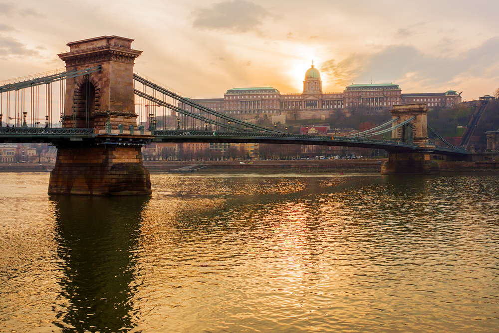 Chain Bridge at sunset_373359664