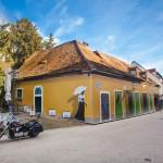 old building in Vlaska street_241243573