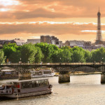 Cruise ship on the Seine river in Paris_4306645