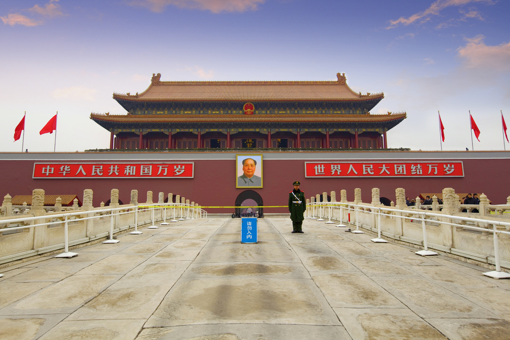 Honor guard at Tiananmen_98915264