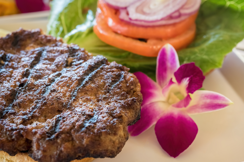 Minced steak burger Hawaiian style_381699952