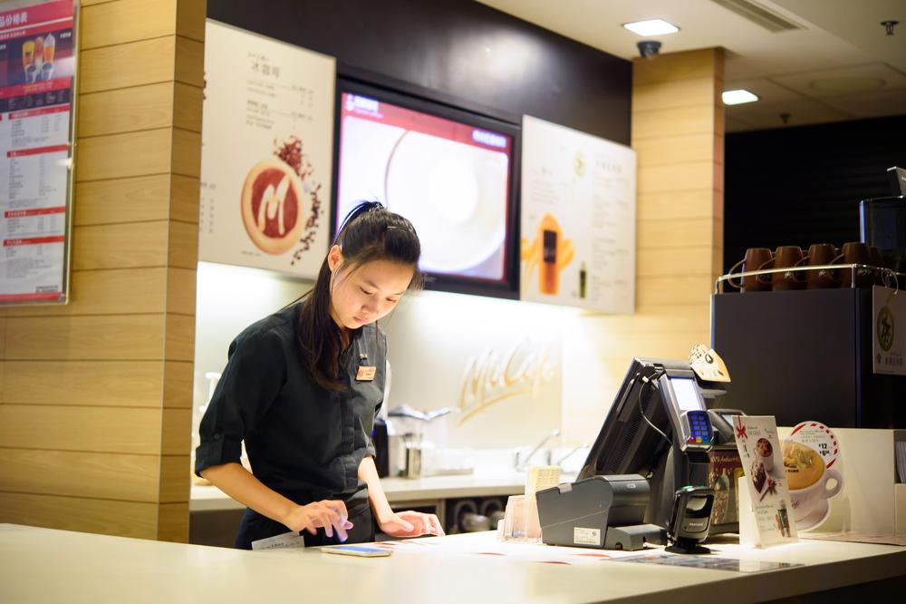 barista in McCafe_360478169